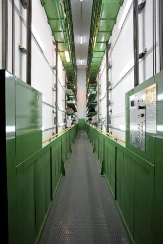 Górny podest kabiny dźwigu dwupoziomowego projektowanego pod indywidualne potrzeby inwestora