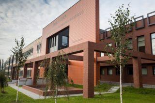 Budynek biblioteki wyposażony w 10 dźwigów