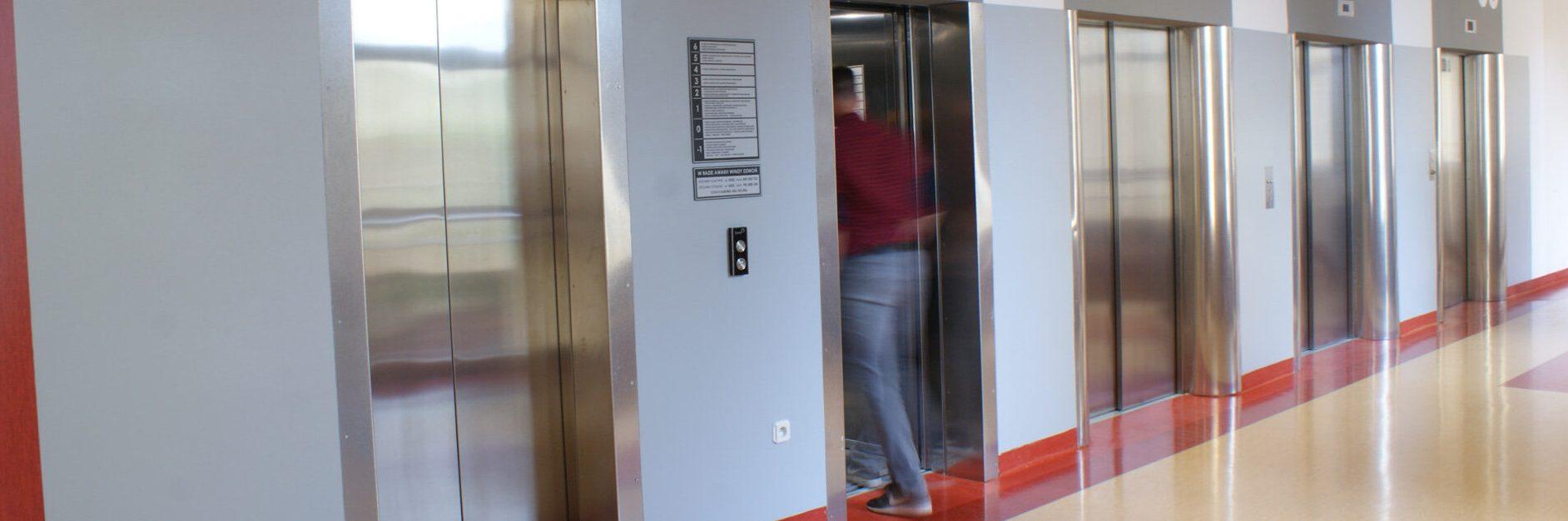 Dźwigi osobowe, windy w szpitalu