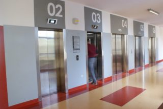 Dźwigi osobowe i windy szpitalne